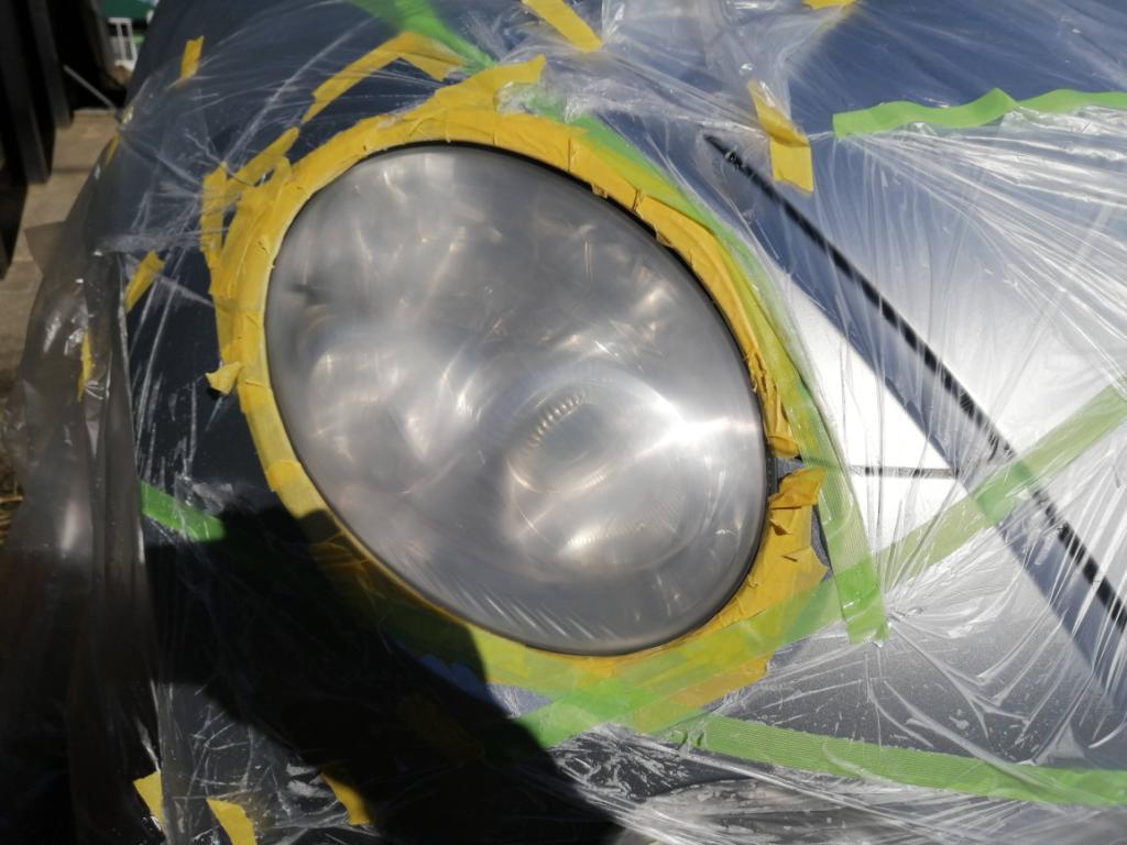 耐水ペーパーやすりで2000番まで研磨したコペンのヘッドライト